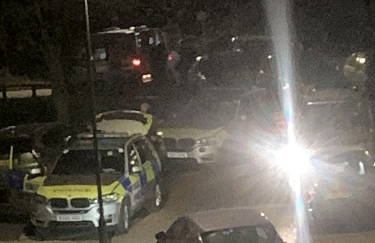 Police called to men carrying weapon in Sidcup